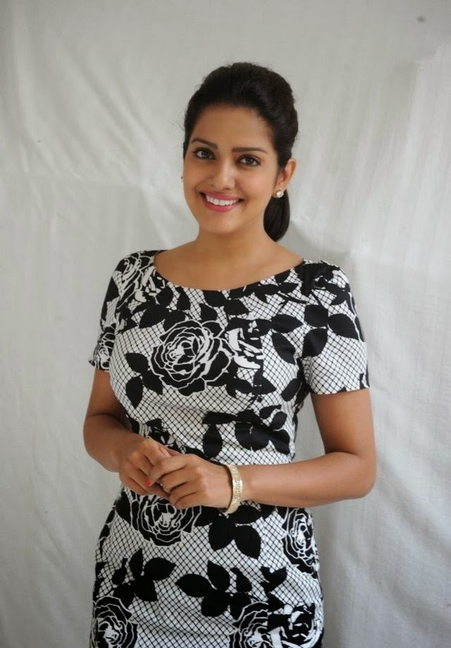 Vishakha Singh New Stunning Photos