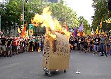 Cambiar la Constitucion o quemarla !!