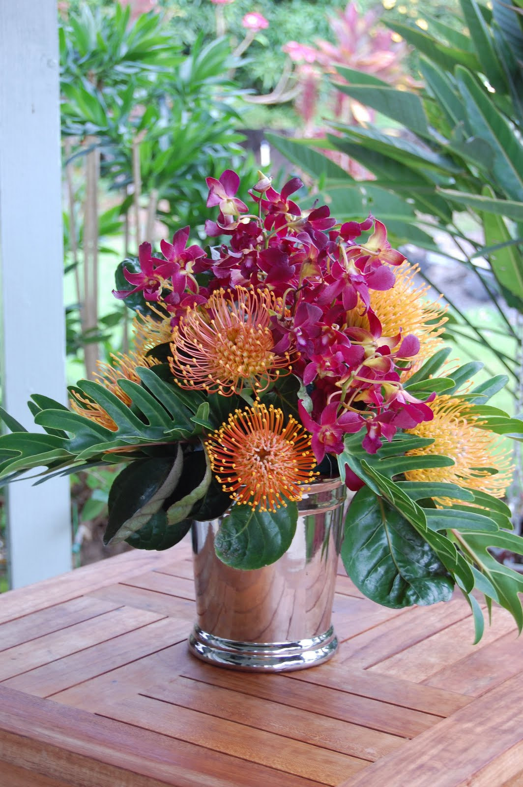 Arreglos florales tropicales on pinterest tropical for A arrangement florist flowers