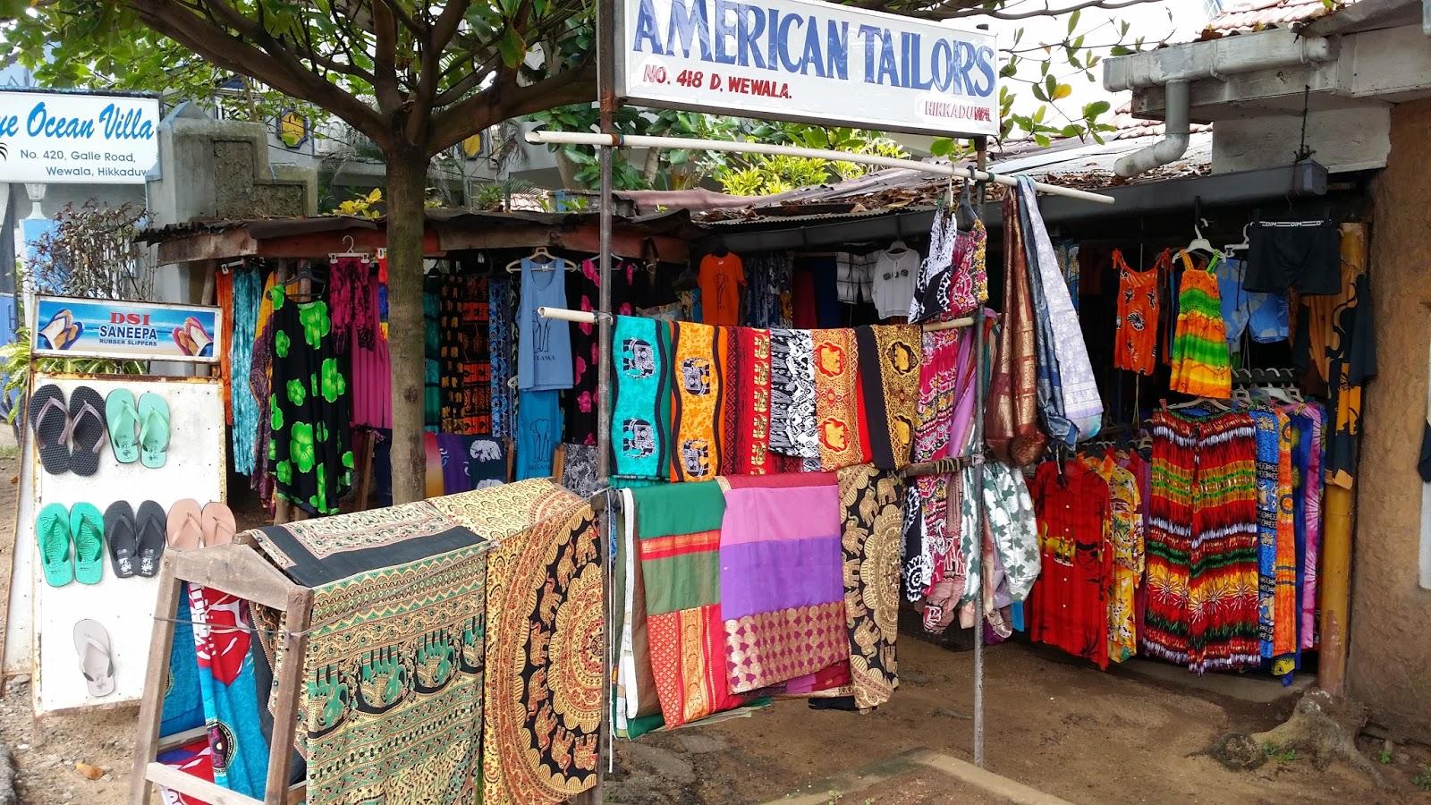 Tiendas de artesanía en Hikkaduwa (Sri Lanka)