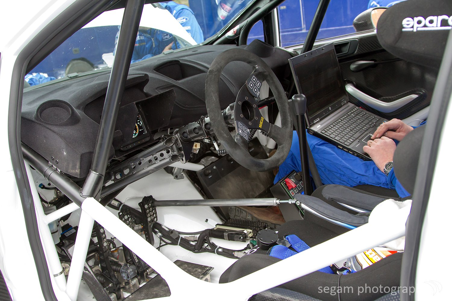 Rallyazores r5 fotos testes ford fiesta for Interieur wrc