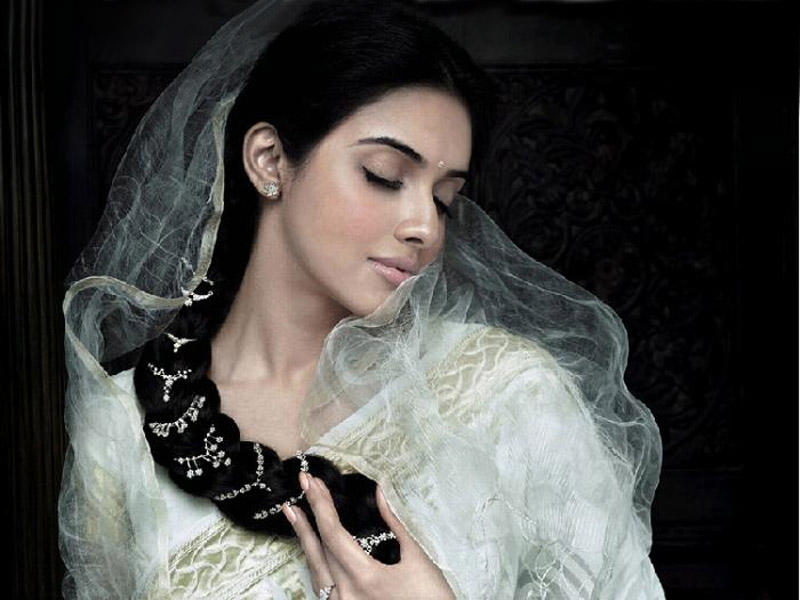 asin in saree. Asin Cute Gallery