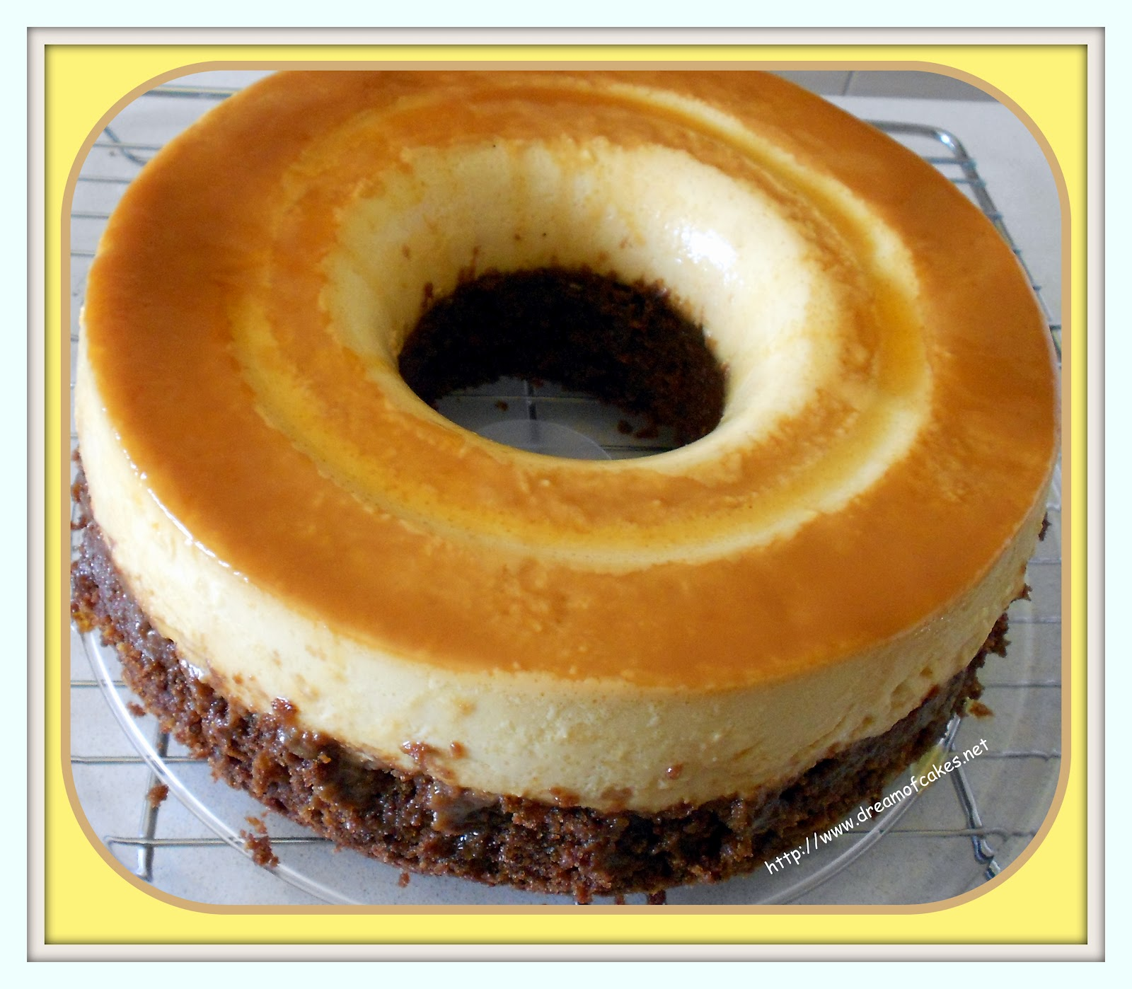 Food Network Chocoflan http://www.dreamofcakes.net/2012/05/mexican-chocoflan.html