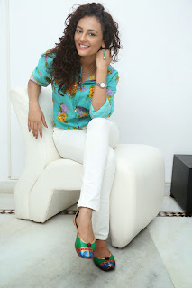 Seerath Kapoor Glamorous Picture shoot 071.jpg