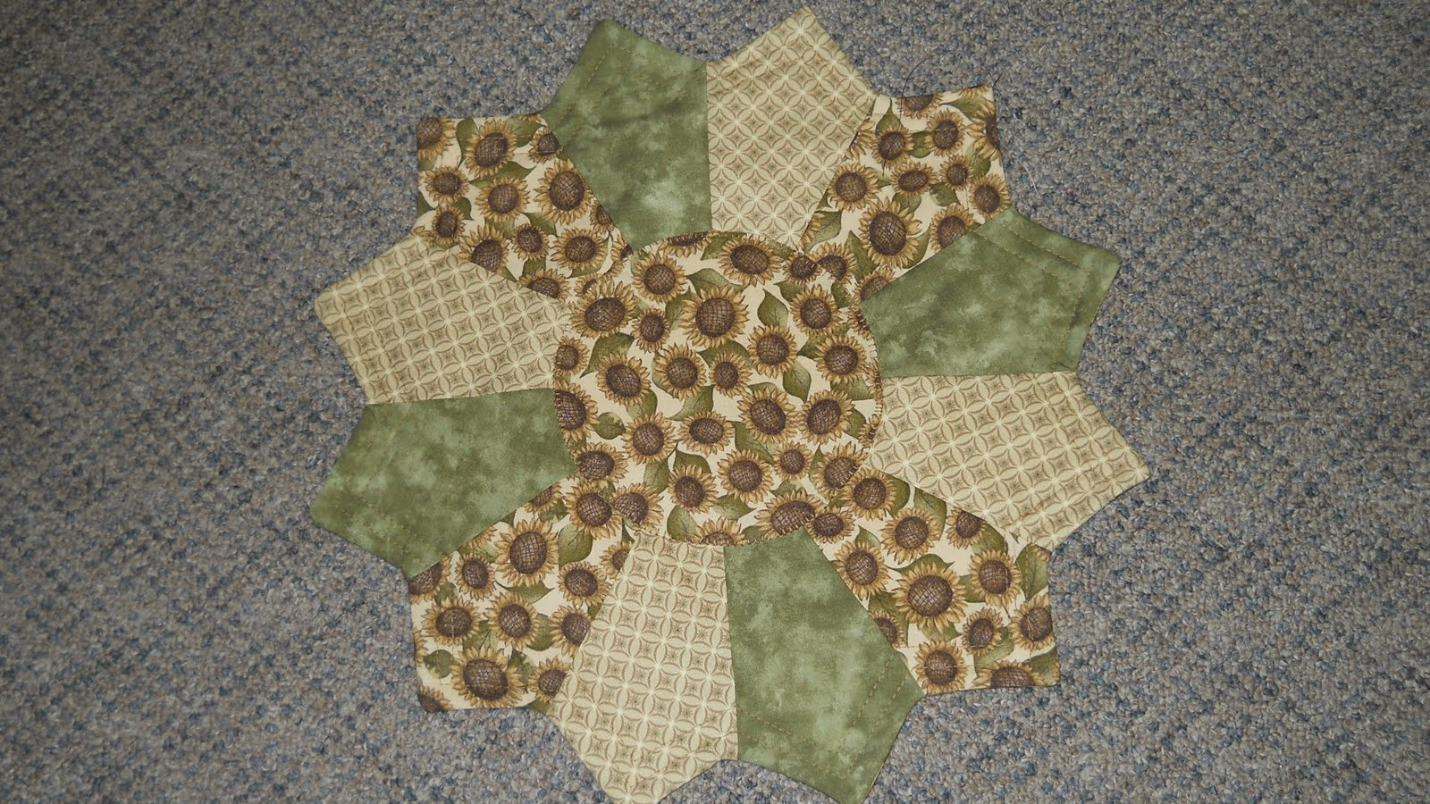 Free Patterns For Quilted Candle Mats : QUILTED CROW: CANDLE MATS