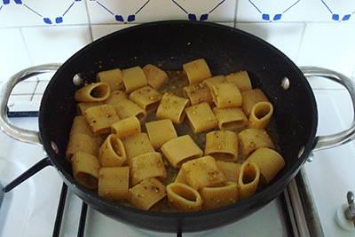 Pasta acciughe e pistacchi 6