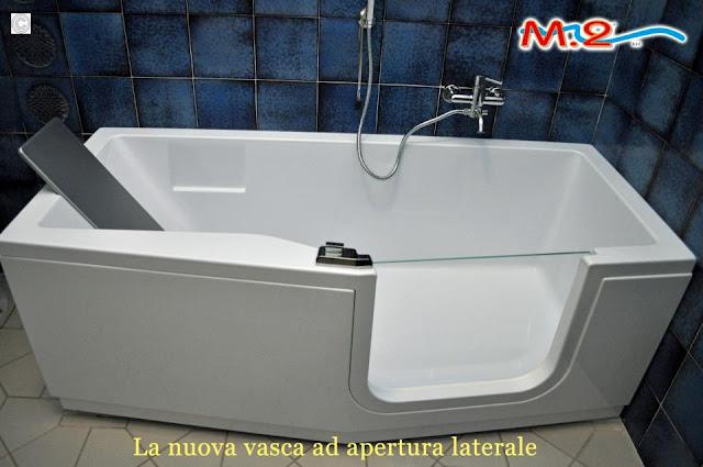 vasca da bagno con sportello