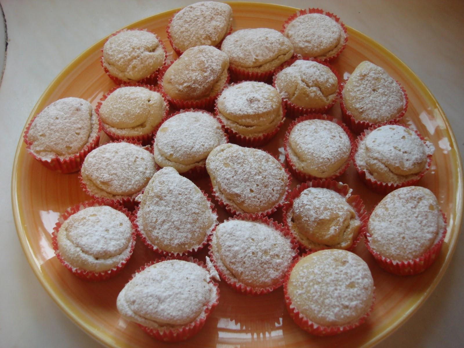 United Cakedom: Easy Light Lemon Cupcakes!!