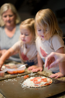 make pizza, baking with kids