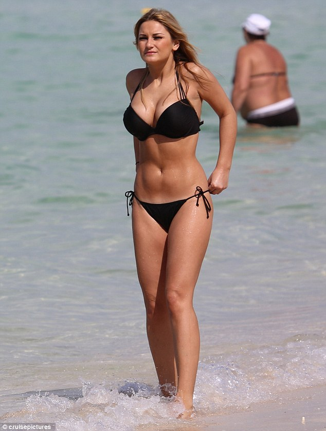 The Only Way Is Dubai Sam Faiers Flaunts Killer Curves In
