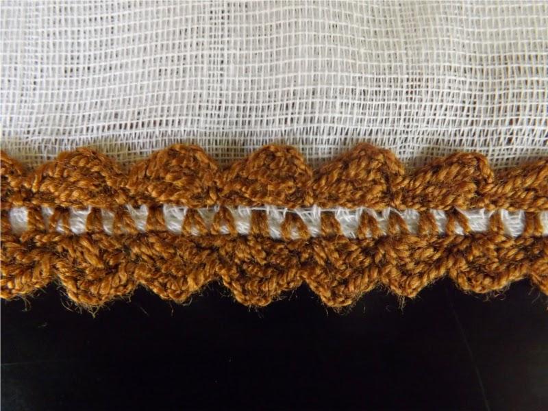 Gasa para bebé con puntilla tejida a ganchillo o crochet