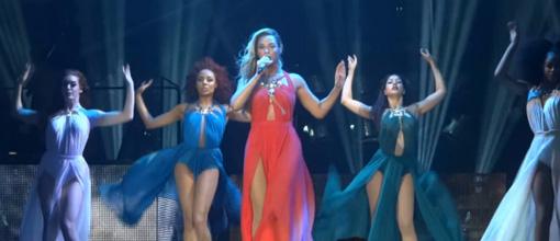 "Beyoncé performs ""Standing on the sun"" in Belgium. H&M pops dem bottles | randomjpop.blogspot.co.uk"