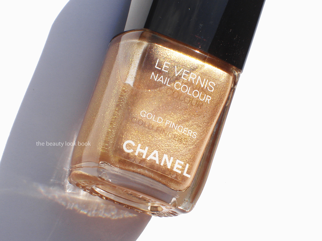 chanel gold fingers le vernis | the beauty look book