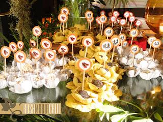 forma flor, doces, toppers, plantas paisagistícas, Thiago Calil, 15 anos, decoração