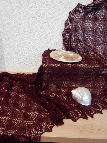 Te KOOP; Aubergine stola/shawl 67 x 180 cm.