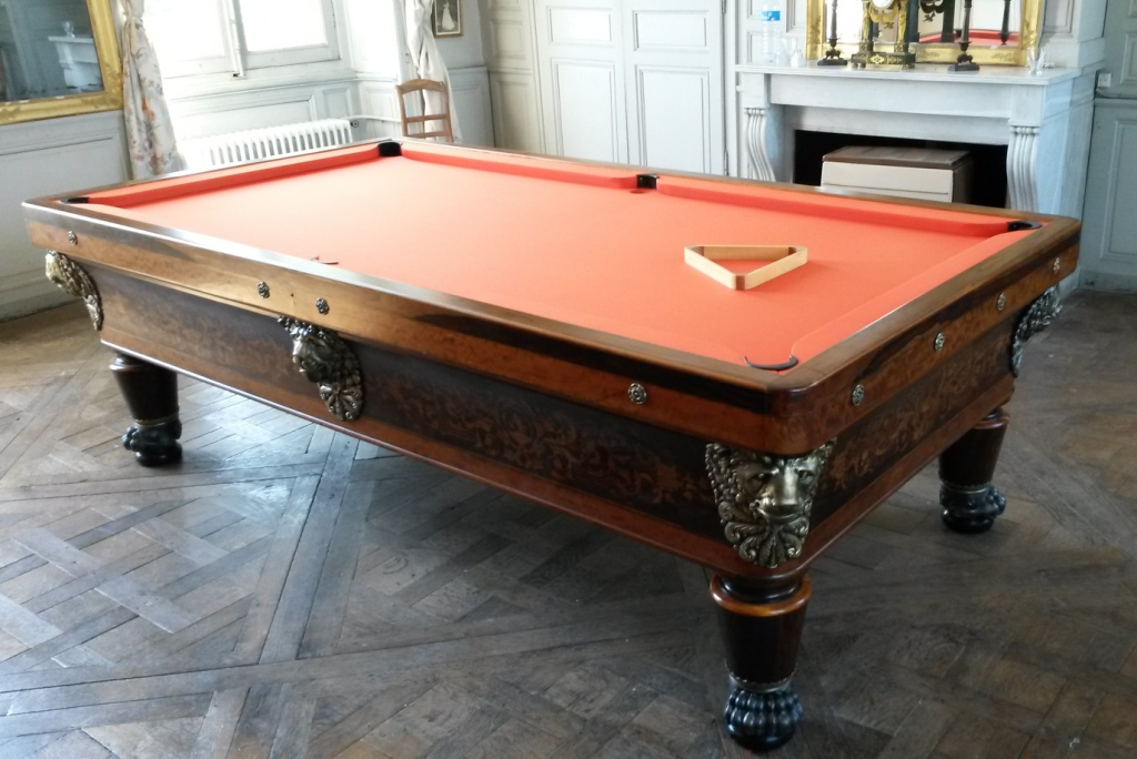 fabricant de billards d couvrez les tapes de la restauration d 39 un billard ancien de style. Black Bedroom Furniture Sets. Home Design Ideas