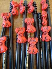 Ponteira de lápis com botões