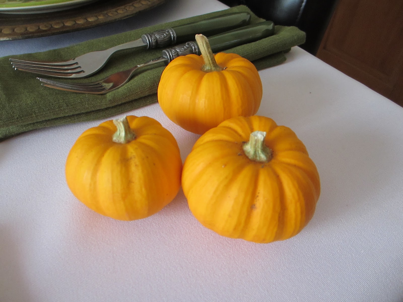 the welcomed guest stendhal syndrome close up of some of the tiny pumpkins that pat and her husband grew especially for tablescaping