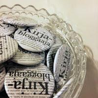Osta Kirjabloggaaja-pinssi (3€)