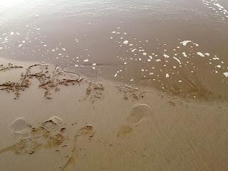 en la arena escribi tu nombre: