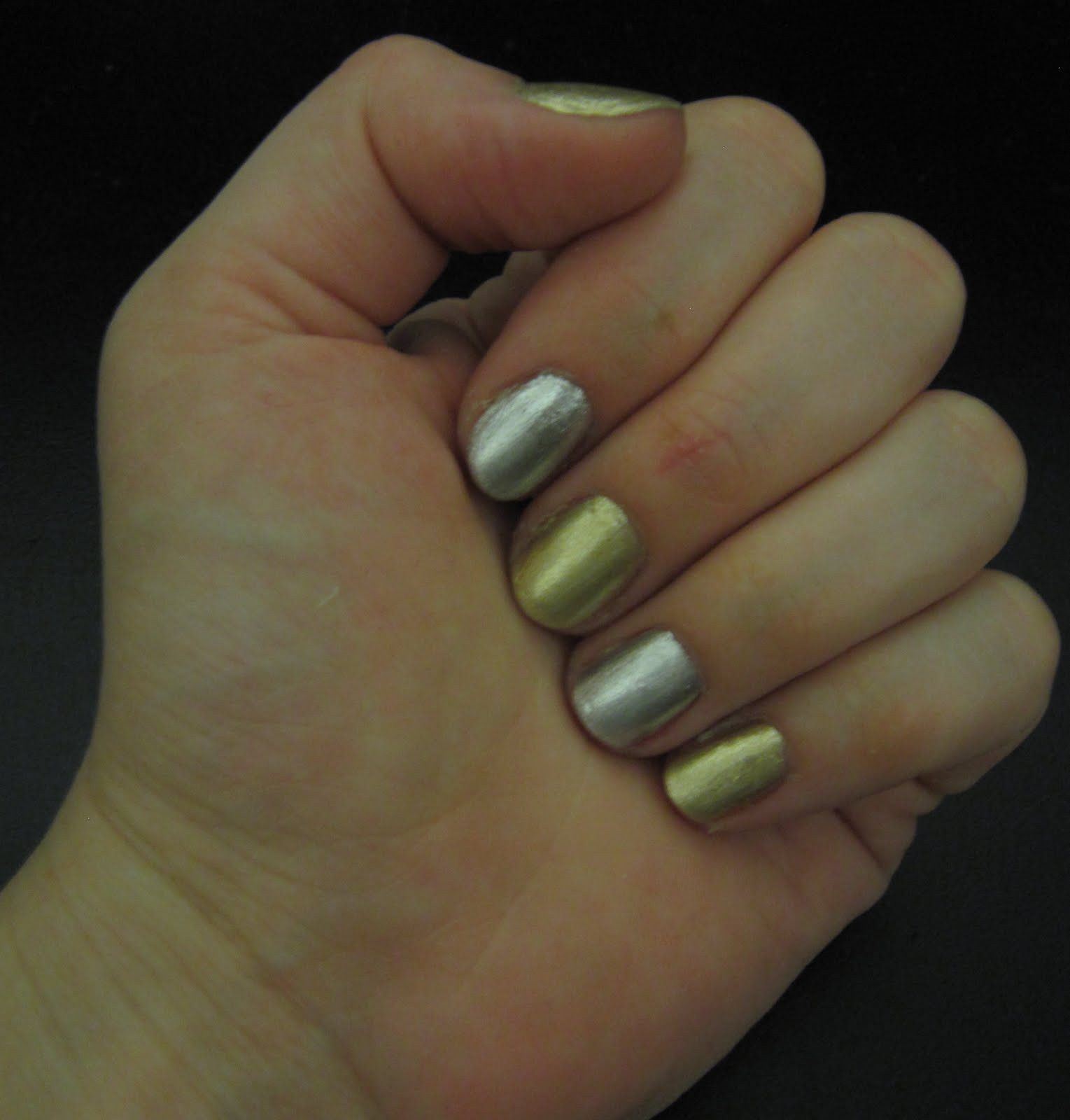 The Beauty of Life: Mani of the Week: Topshop Heart of Gold and