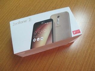O Zenfone 2 padrão roda um processador quad-core Intel de 2.3 GHz e terá versões de 16 e 32 GB de armazenamento interno, expansível até 64 GB por cartão microSD