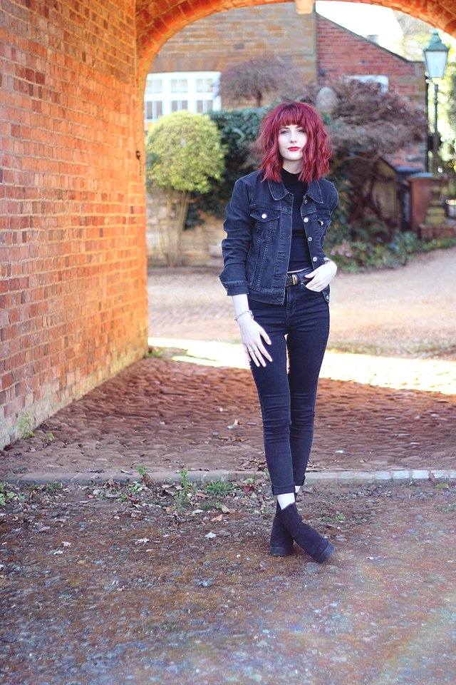 Fashion and Lifestyle blogger wearing Levi's and Oasis double denim.