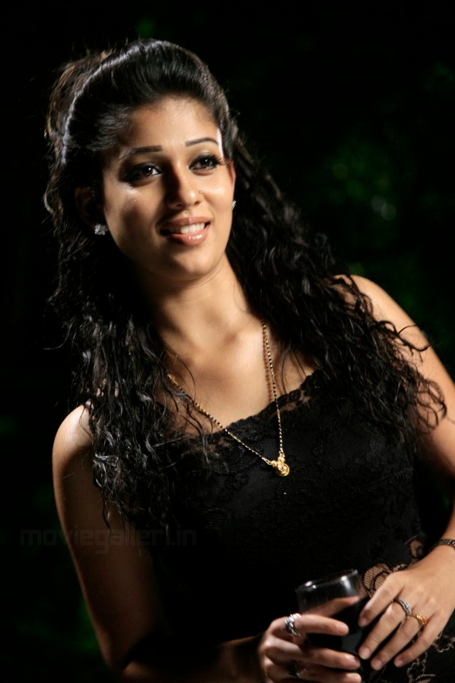 Kamapisachi Actress Nayantara Without Dress Photos