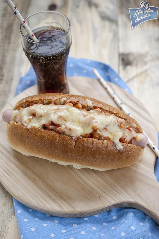 Hot dogi z pomidorami i serem