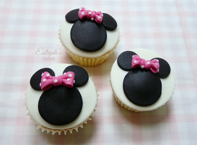 cupcakes de Minnie Mouse decorados con fondant - 2