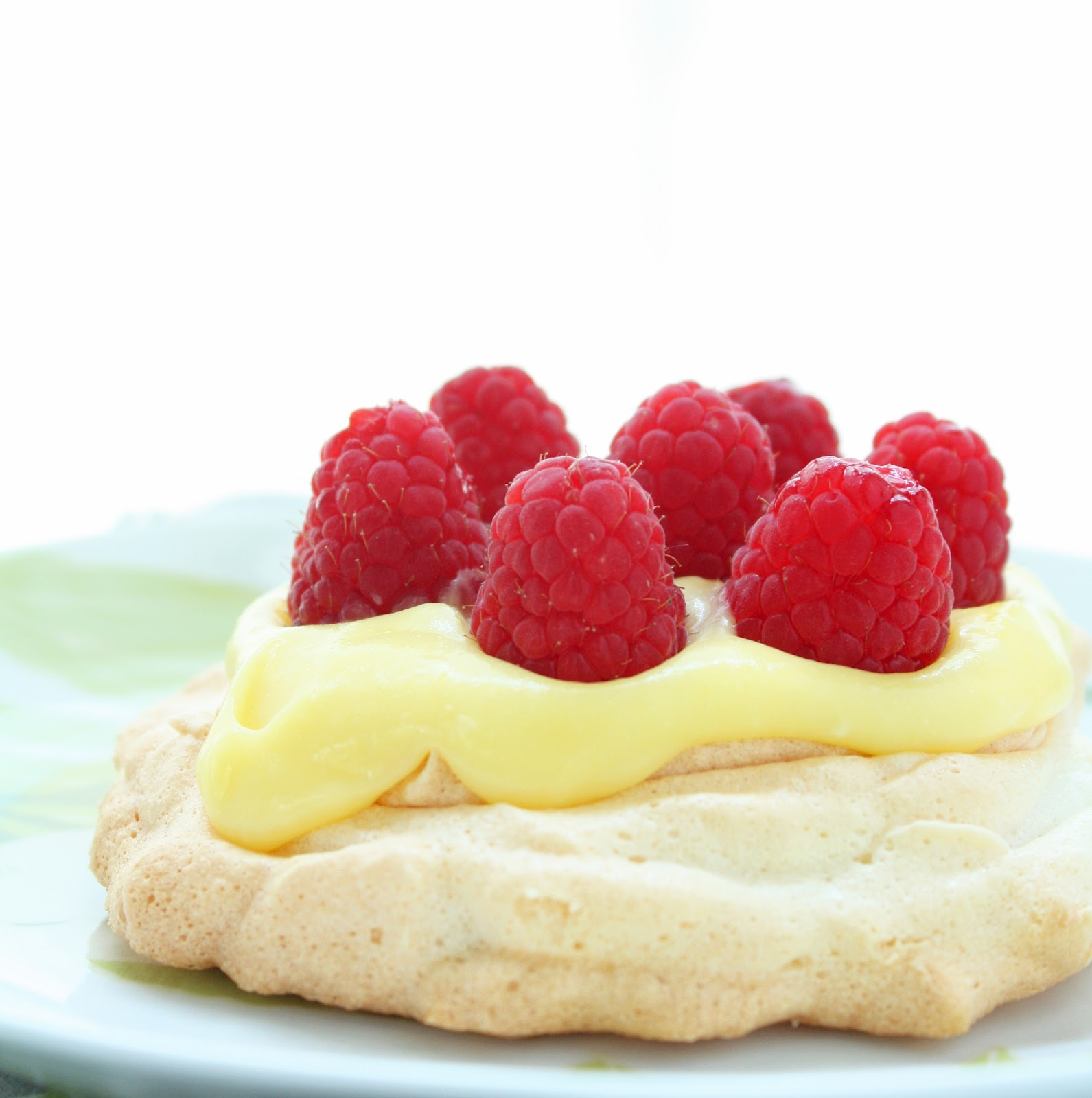 Sugar Free Berry & Lemon Curd Pavlovas | I Breathe I'm Hungry