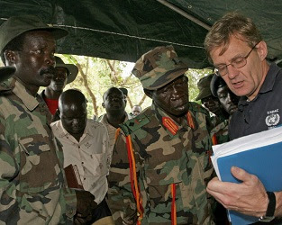 Joseph Kony, Vincent Otti & Jan Egelund in 2006.