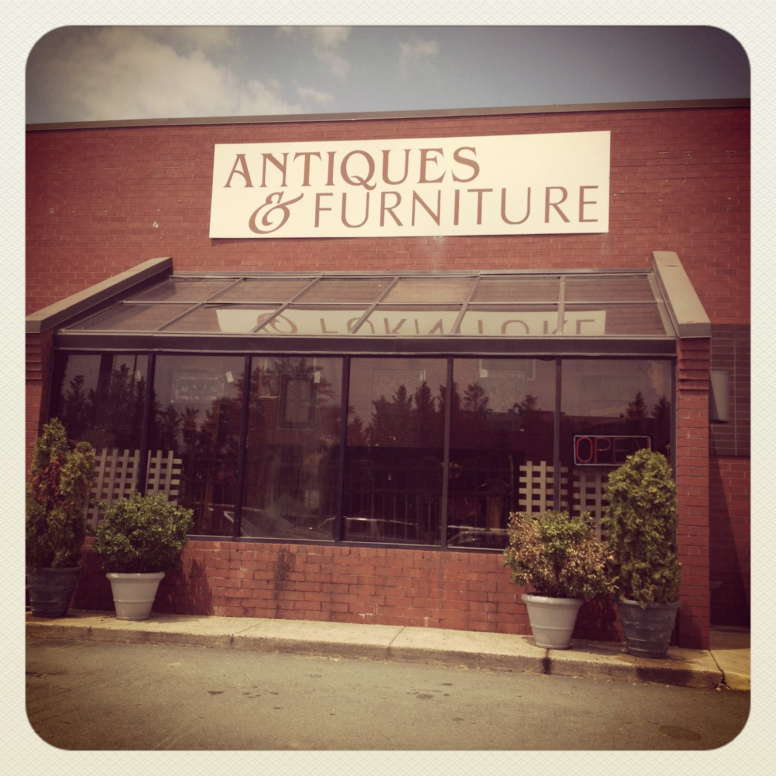 ... As We Made Our Way Through VA, Alas None Were Open, So The First Place  We Stopped At For Real Was This Antiques And Furniture Mall In Greensboro,  NC.