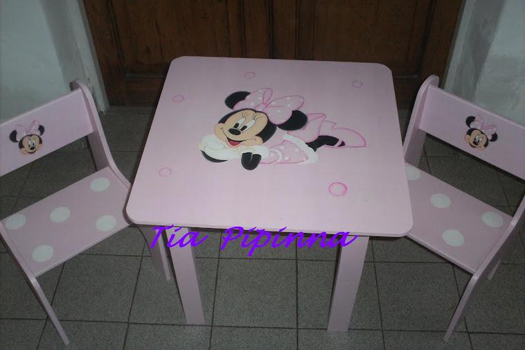 Mesa y sillitas de Minnie