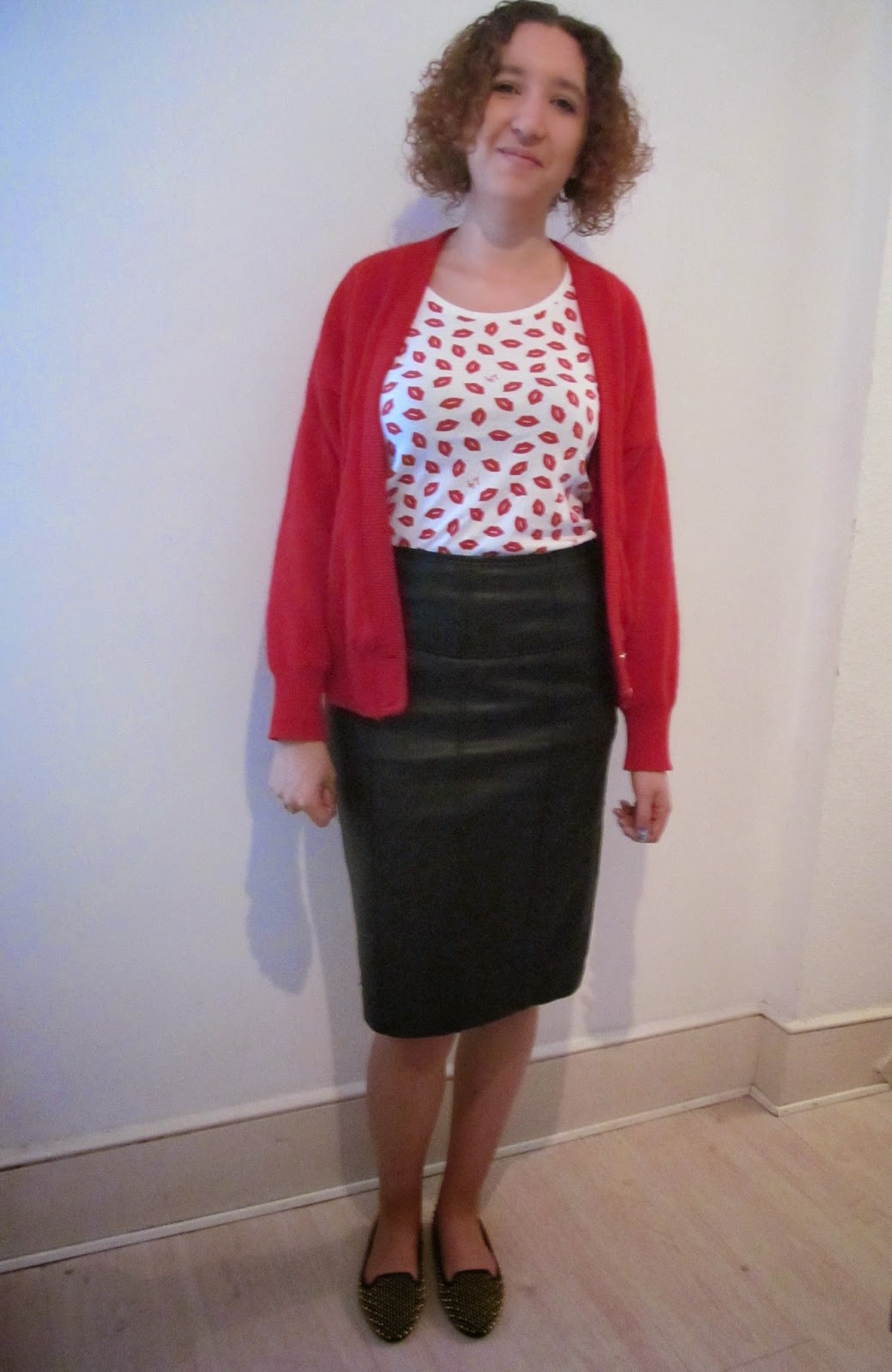 how to wear a leather pencil skirt distracted