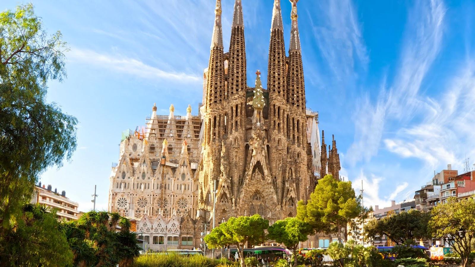 Resultado de imagem para a sagrada família barcelona