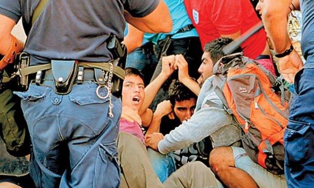 Ήρθαν για να μείνουν με τις ευλογίες της κυβέρνησης.. Δίνουν έναν χρόνο άσυλο για όλους τους μετανάστες