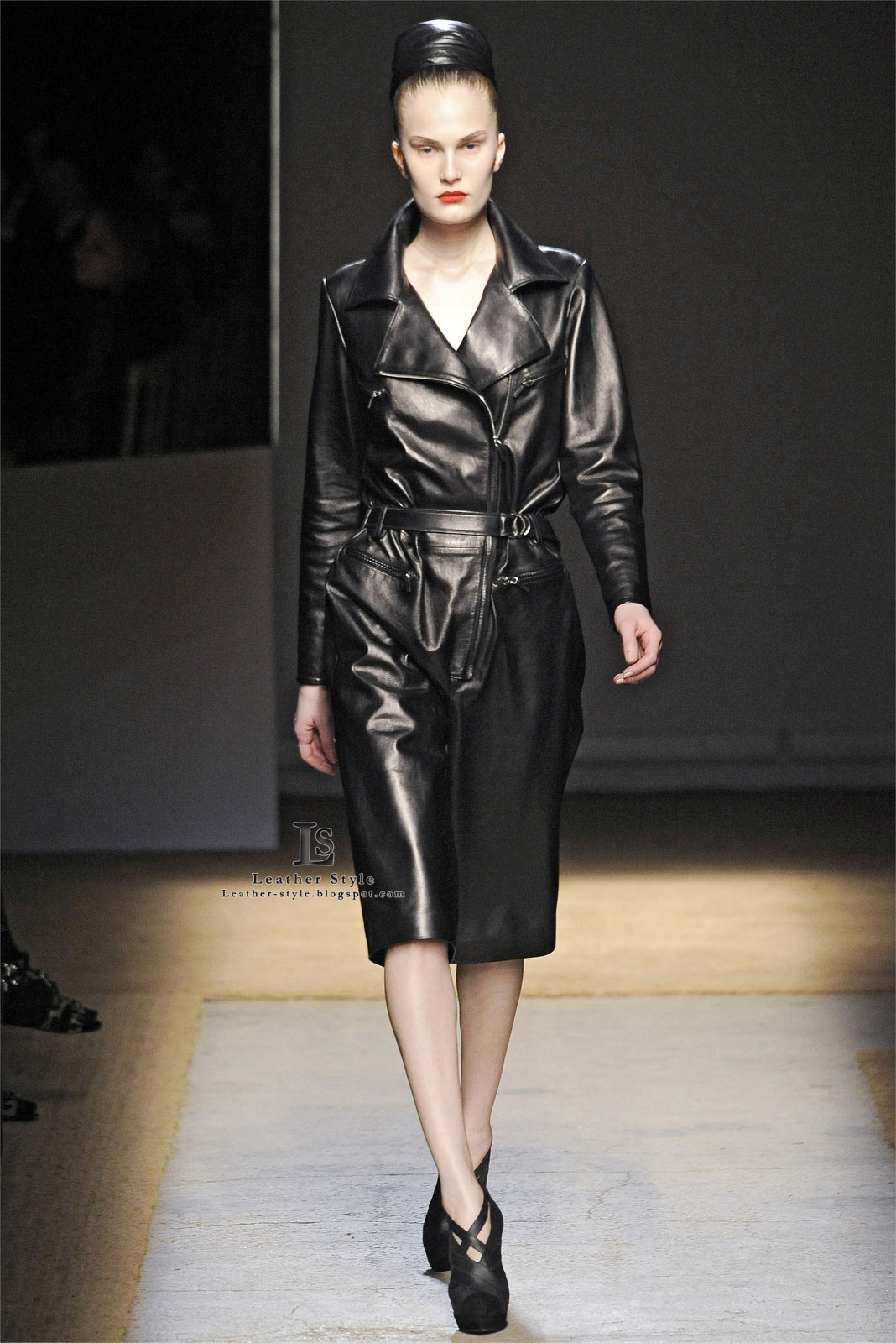 Leather style, latex couture, vinyl fashion: designers ...