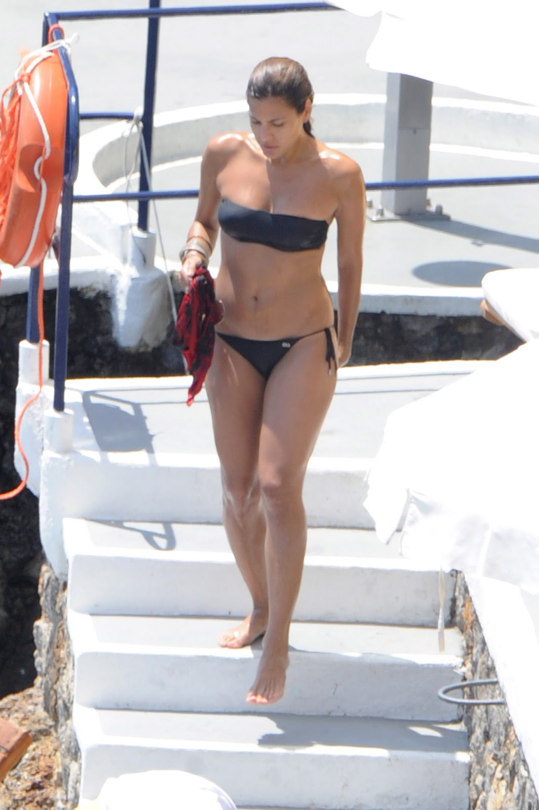 eva-mendes-at-a-nude-beach-s-e-x-n-u-d-e-real-doll