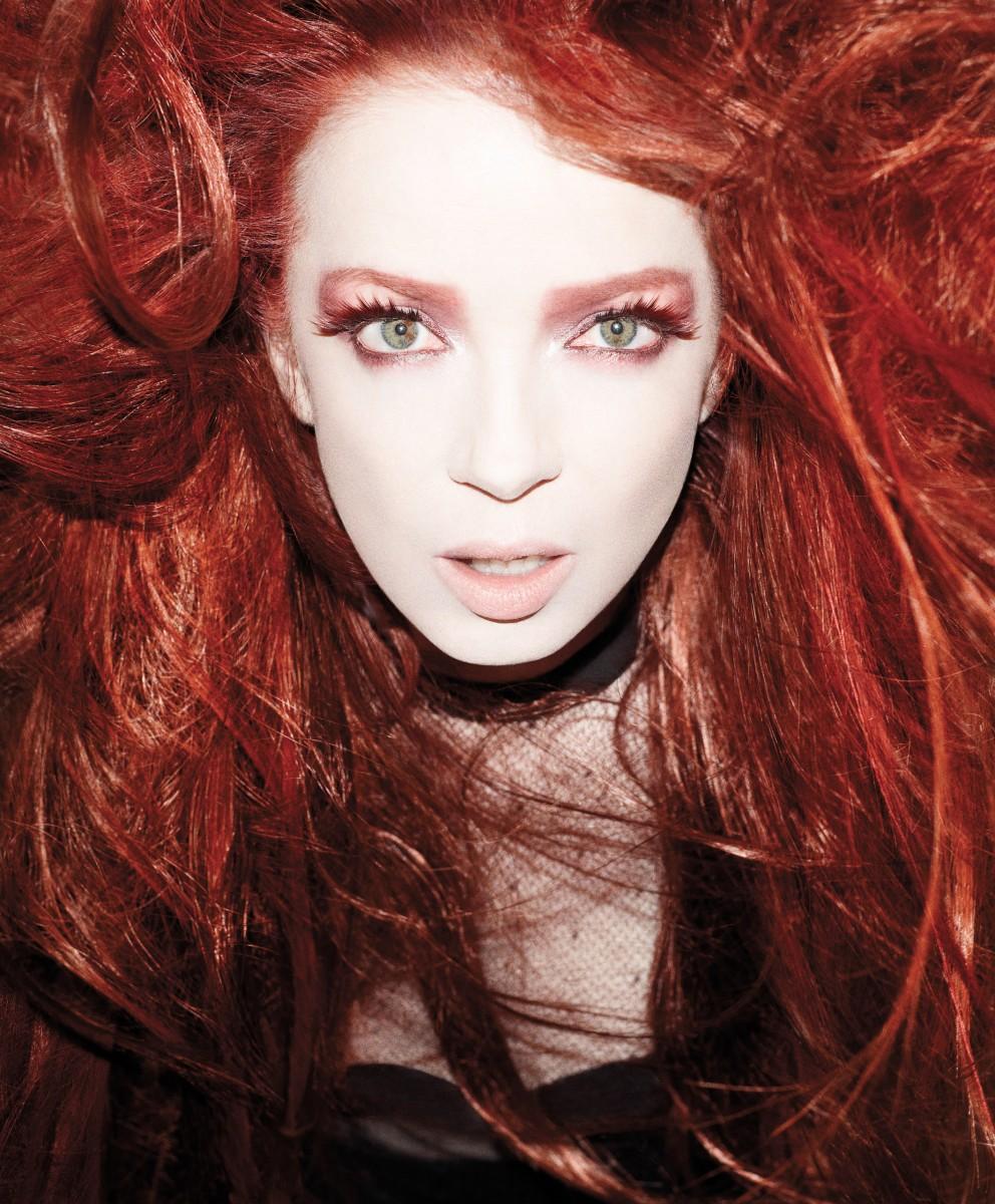 http://4.bp.blogspot.com/-oZiwt0HMXUk/T06uaELLpUI/AAAAAAAAEWc/z7QX6_8quRk/s1600/Shirley_Manson_01-992x1200.jpg
