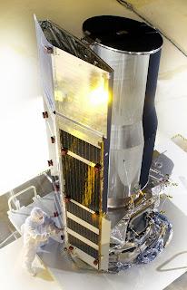 http://4.bp.blogspot.com/-oZtRWYud6uU/Unk4XziyTCI/AAAAAAAAEnk/CaCtPuWEY7Y/s320/Spitzer-_Telescopio.jpg