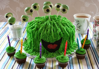 Monster cake with cake eyeballs with extra cup cakes