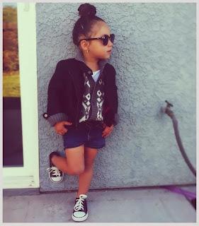 anak cantik dan modis dengan kaca mata