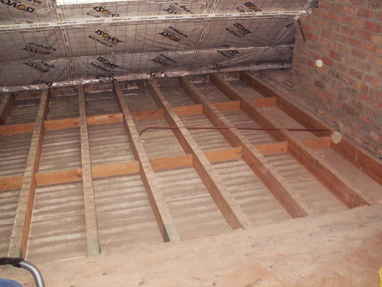 Verbouwing van ons ouderlijk huis zoldervloer uitbreken dag 2 - Kamer met balken ...