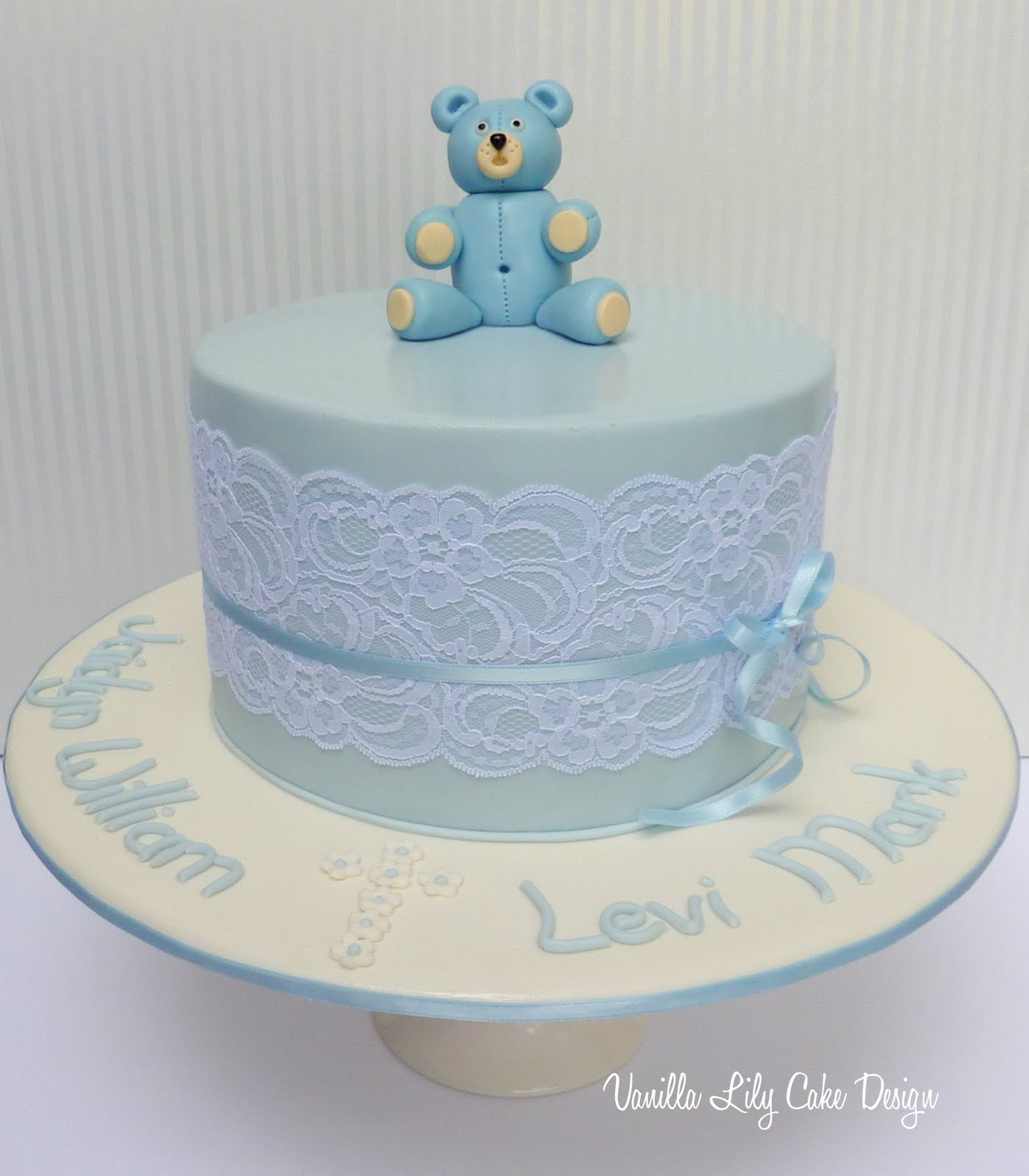 Goldilocks Cake Design For Christening : Vanilla Lily Cake Design: teddy bear christening cake.....