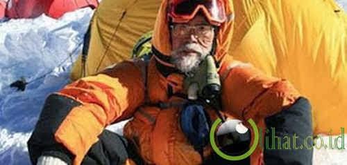 71 Tahun – Pendaki Mt Everest Tertua