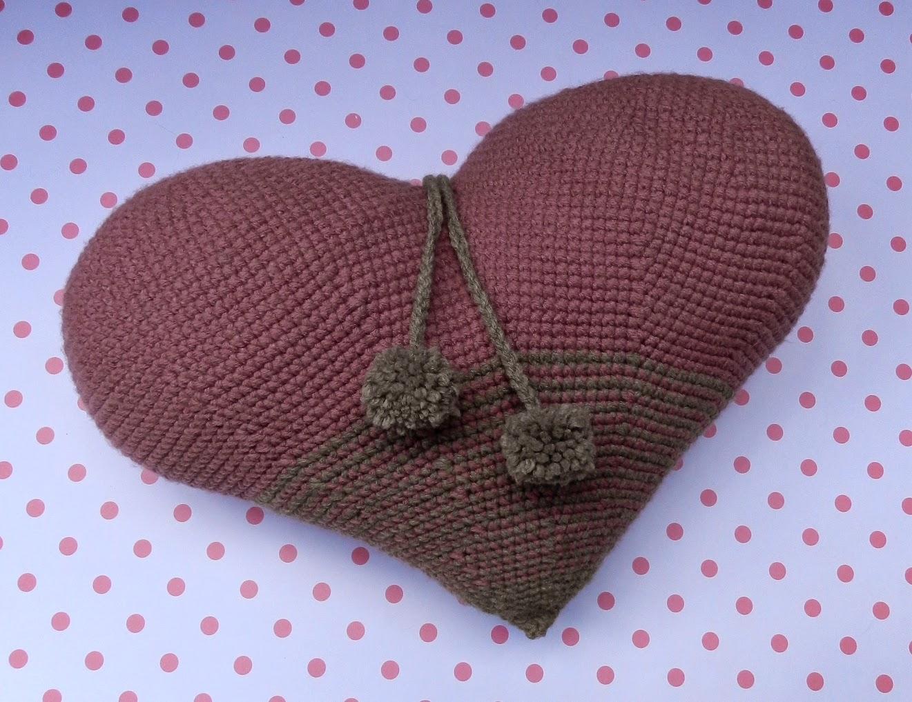 daxa rabalea: Almohadón con forma de corazón + patrón