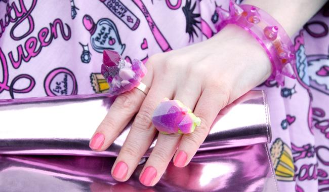 Serena Kuhl, rock rings, pink metallic bag