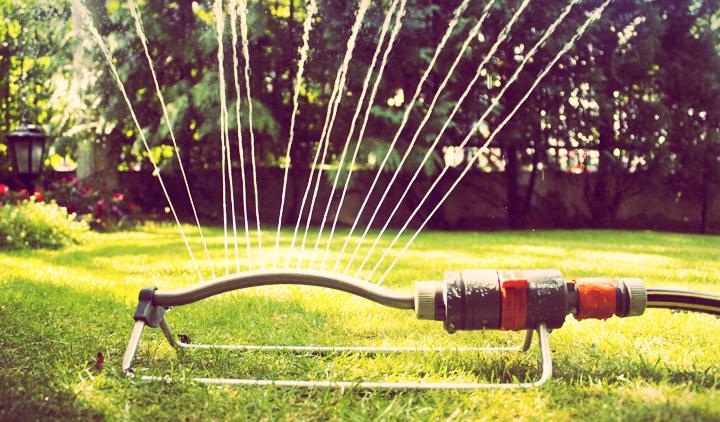 Labocheck an lisis de agua ventajas del riego por aspersi n - Aspersores de riego para jardin ...