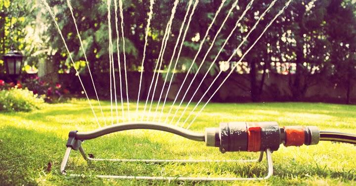Labocheck an lisis de agua ventajas del riego por aspersi n for Instalacion riego jardin
